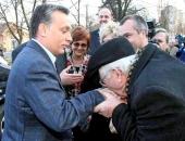 Orbán azt hiszi, ő osztja a nyugdíjat – Erzsébet-utalványokkal is megvenné a szavazatokat