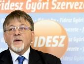 Csendben benyújtották a győri polgármester kettős tevékenységét engedélyező törvénymódosítást