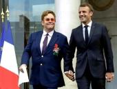 Sir Elton John becsületrendet kapott Macrontól